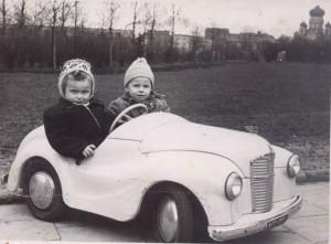 02dzieci w samochodziku